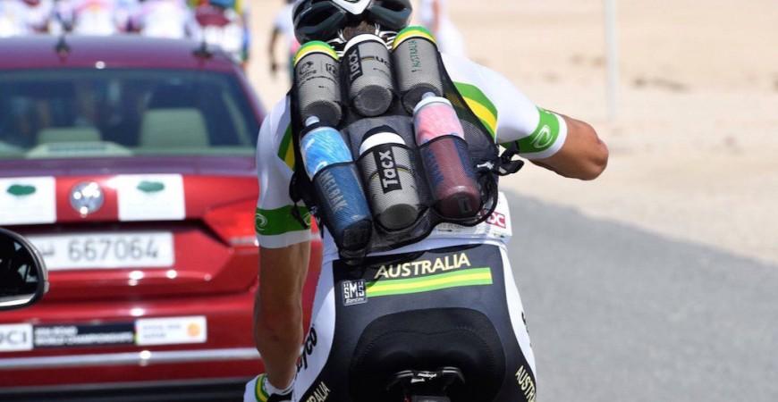 Agua o bebidas isotónicas, ¿qué es mejor para el ciclista?